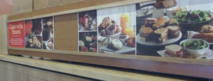 Panera Bread is one of Chelly'in Beğendiği Mekanlar.