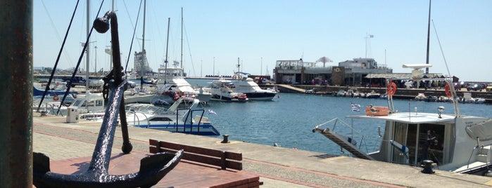Port of Alexandroupolis is one of สถานที่ที่ Ilker ถูกใจ.