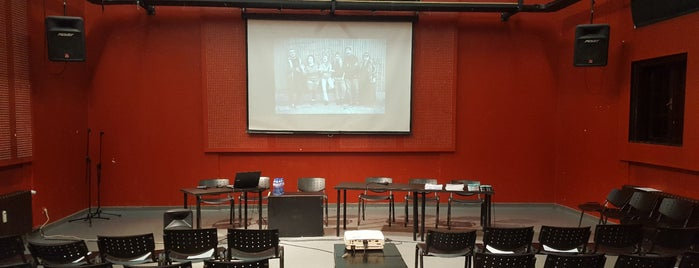 Червената къща - център за култура и дебат is one of Locais curtidos por Zorata.