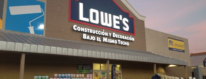 Lowe's Home Improvement is one of Gabyさんのお気に入りスポット.