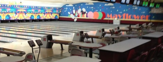 Mayflower Lanes is one of Lieux qui ont plu à Bright Lights.