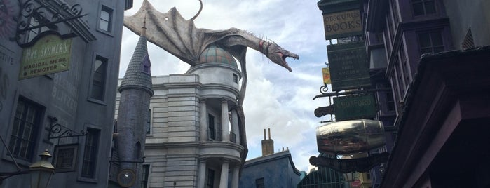 Harry Potter and the Escape from Gringotts is one of สถานที่ที่ David ถูกใจ.