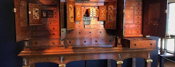Wood Works Gallery is one of Orte, die Dave gefallen.