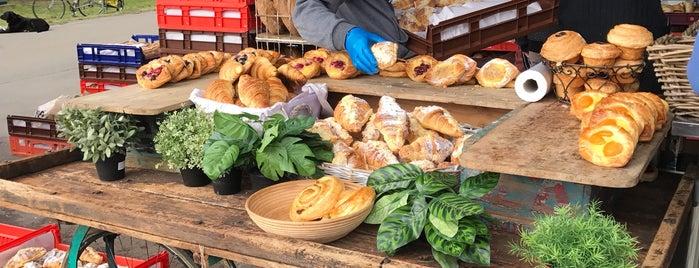 Capital Region Farmer's Market is one of สถานที่ที่ León ถูกใจ.