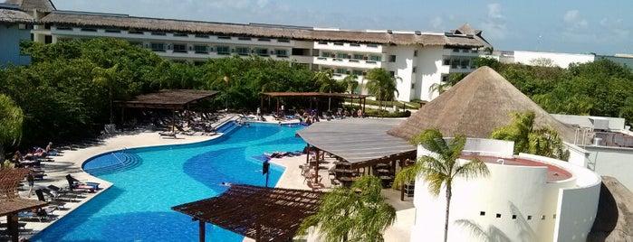 Alberca - Pool is one of Orte, die Nicolás gefallen.