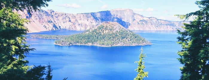 Crater Lake is one of Portland/Oregon.