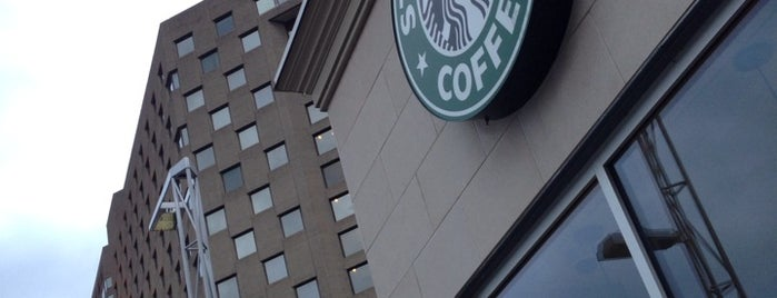 Starbucks is one of Annaさんのお気に入りスポット.