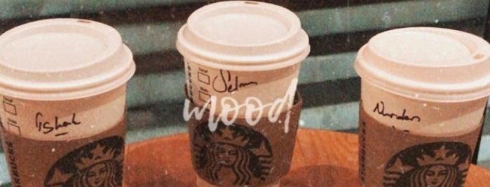 Starbucks is one of Lieux qui ont plu à Dsignoria.