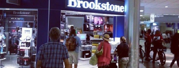 Brookstone is one of Lieux qui ont plu à Rosana.