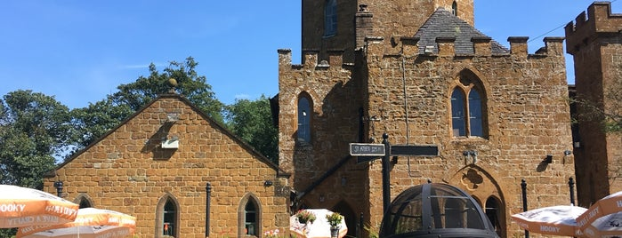 The Castle Inn is one of สถานที่ที่ Carl ถูกใจ.