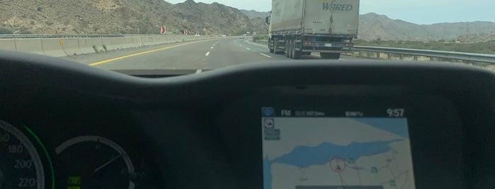 Riyadh -Makkah highway is one of Boshraさんのお気に入りスポット.