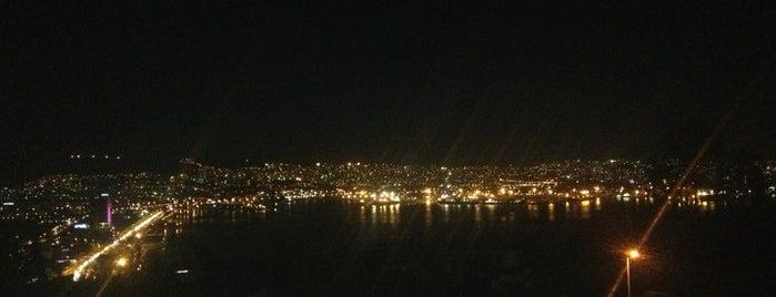 Bayraklı Gökdelenler is one of Tempat yang Disukai Neslihan.