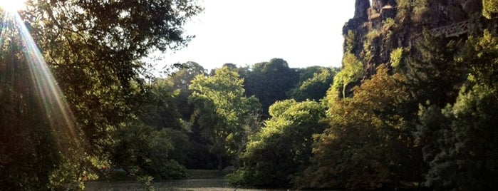 Parc des Buttes-Chaumont is one of Paris Spots.