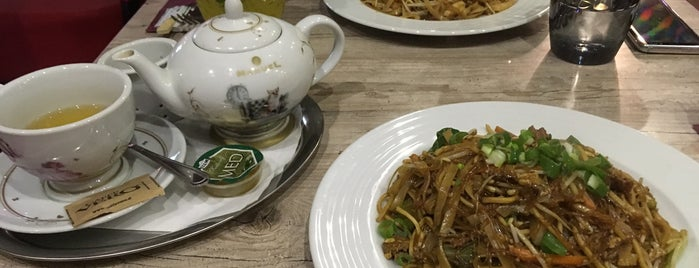 Singha Thai Restaurant is one of Pさんの保存済みスポット.