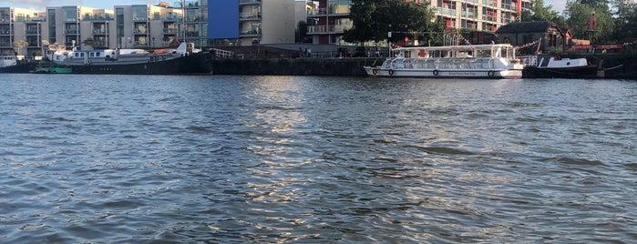 Harbourside Walk is one of Tempat yang Disukai Mike.