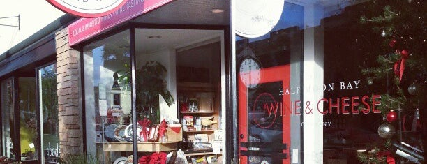 Half Moon Bay Wine & Cheese Co. is one of Locais curtidos por Chris.