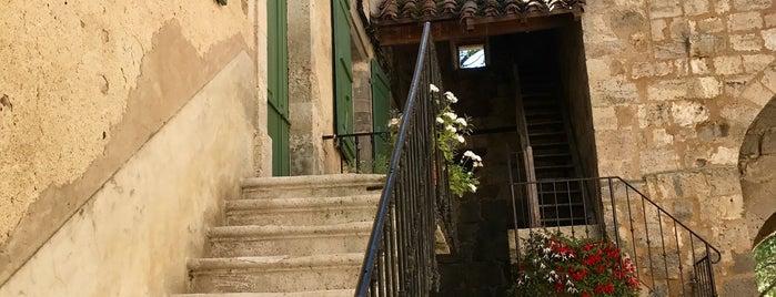 Fourcès is one of Les plus beaux villages de France.