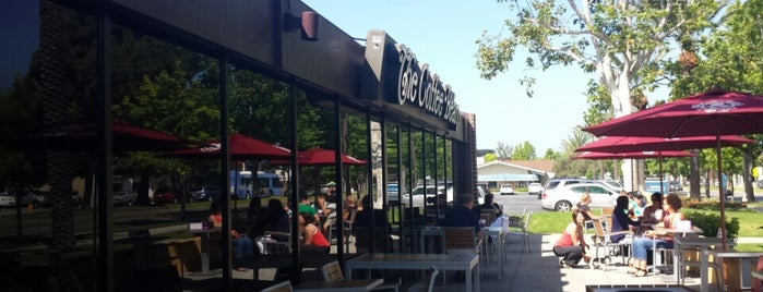 The Coffee Bean & Tea Leaf is one of Santa Monica Spots.