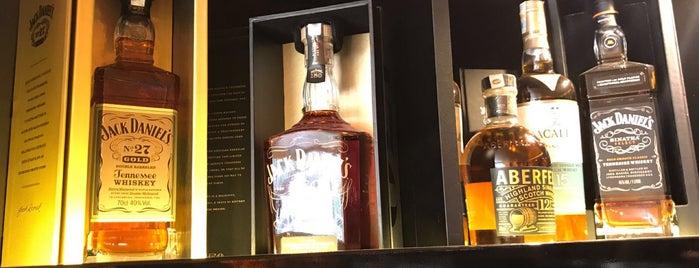 The LIQUOR Shop is one of En İyi Tasarımlı Şarap Ve İçki Mağazaları.