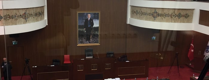 Ankara Büyükşehir Belediyesi Meclis Toplantı Salonu is one of Halil'in Beğendiği Mekanlar.