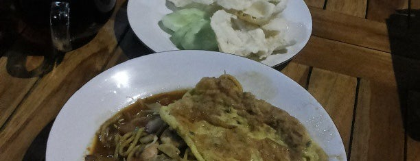 Rumoh Aceh (Masakan Khas Aceh) is one of Best Streetfood in Bali.