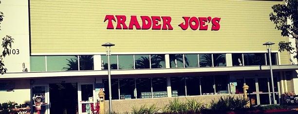 Trader Joe's is one of Locais curtidos por Julia.