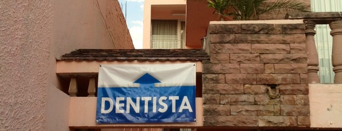 Odontología Integral is one of สถานที่ที่ Sandra ถูกใจ.
