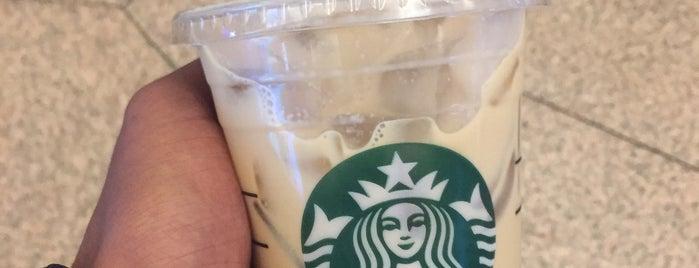 Starbucks is one of Lugares favoritos de Khalid.