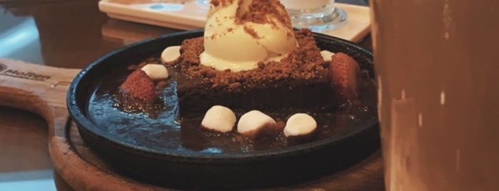Molten Chocolate Cafe is one of Cafes.