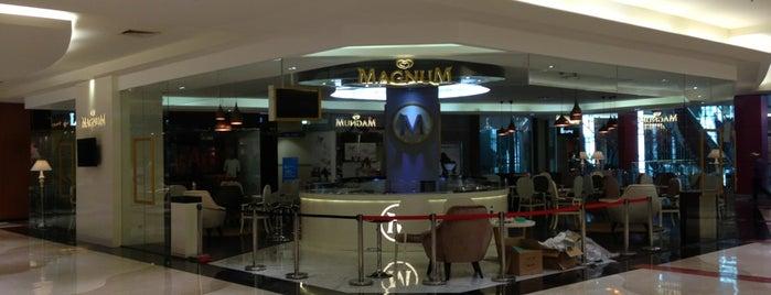 Magnum Café is one of Lieux qui ont plu à Arie.