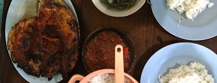 Ikan Bakar Warung Biru is one of RizaL 님이 저장한 장소.