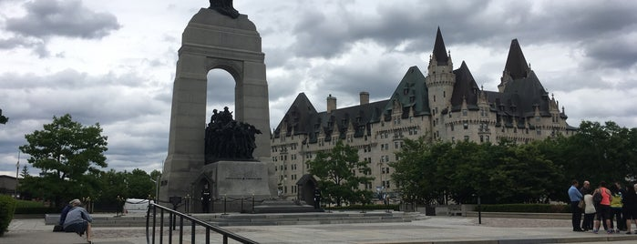 Cenotaph and Tomb of the Unknown Soldier is one of Todo Ottawa.