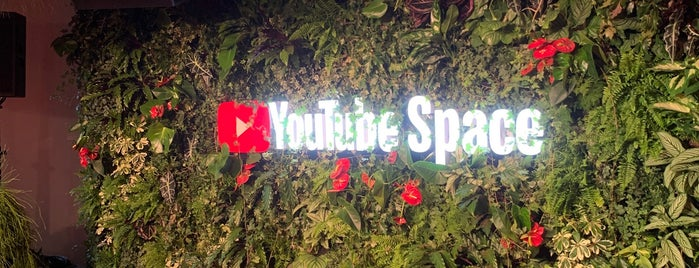 YouTube Space Berlin is one of Берлин.