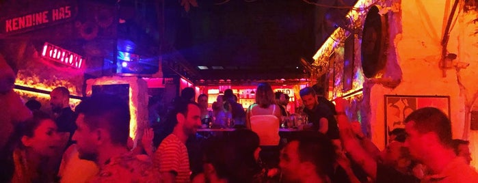 Red Point Cafe&Bar is one of kaş.