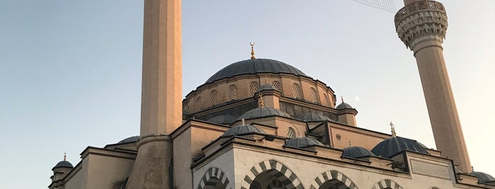 Aksa Camii is one of pastanemm.