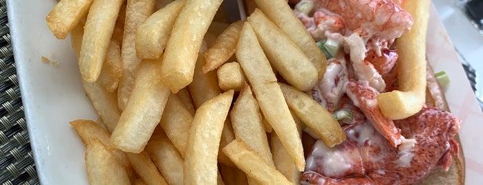 Legal Sea Foods is one of Tempat yang Disukai Chris.