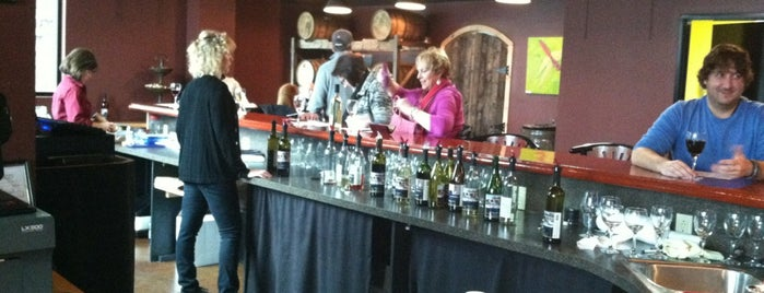 Rogue River Winery is one of Kristinさんの保存済みスポット.