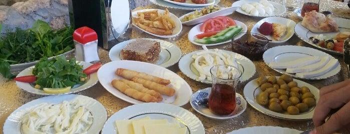 Atrium Teras Pub & Karaoke is one of Lugares favoritos de Fatih.