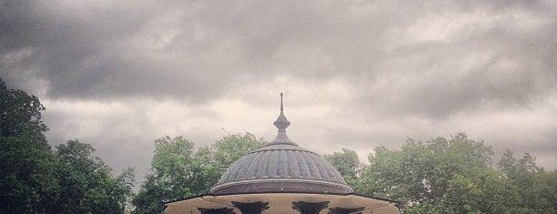 Southwark Park is one of สถานที่ที่ Cha ถูกใจ.