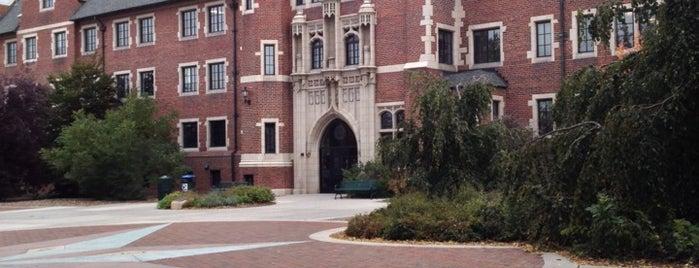 Regis University is one of Lauren'in Beğendiği Mekanlar.