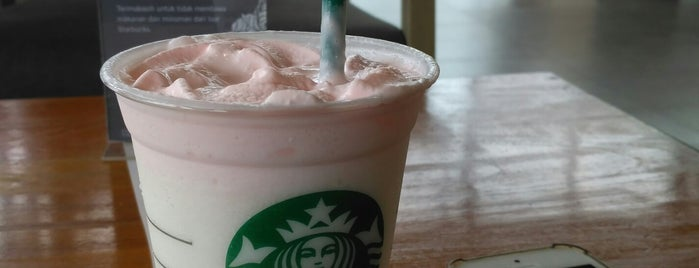 Starbucks is one of Nedy Lutfiさんのお気に入りスポット.