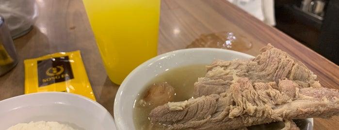 Song Fa Bak Kut Teh 松發肉骨茶 is one of Lieux qui ont plu à Desmond.