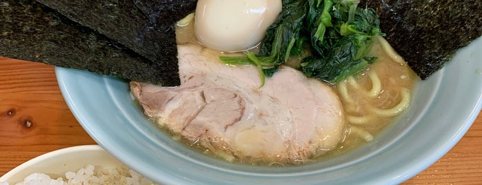 すけちゃんラーメン is one of Lugares favoritos de Kt.