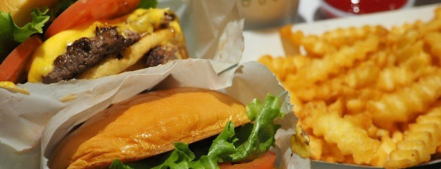 Shake Shack is one of Locais curtidos por Uyen.
