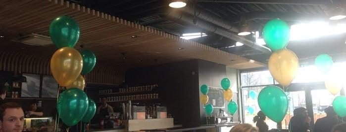 Starbucks is one of Locais curtidos por Leonard.