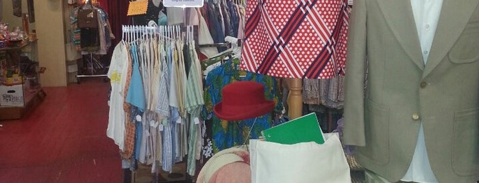 Zola's Everyday Vintage is one of Thrifting.