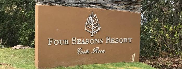 Four Seasons Golf Club is one of Locais salvos de Emily.