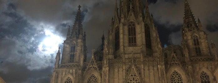 Catedral De Barcelona is one of Lugares guardados de Queen.