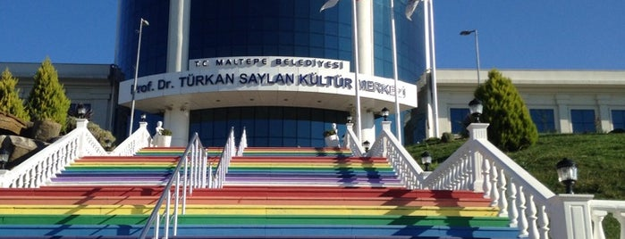 Türkan Saylan Kültür Merkezi is one of Posti che sono piaciuti a Behire.