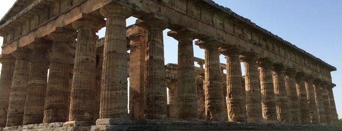 Paestum is one of สถานที่ที่ Laetitia ถูกใจ.